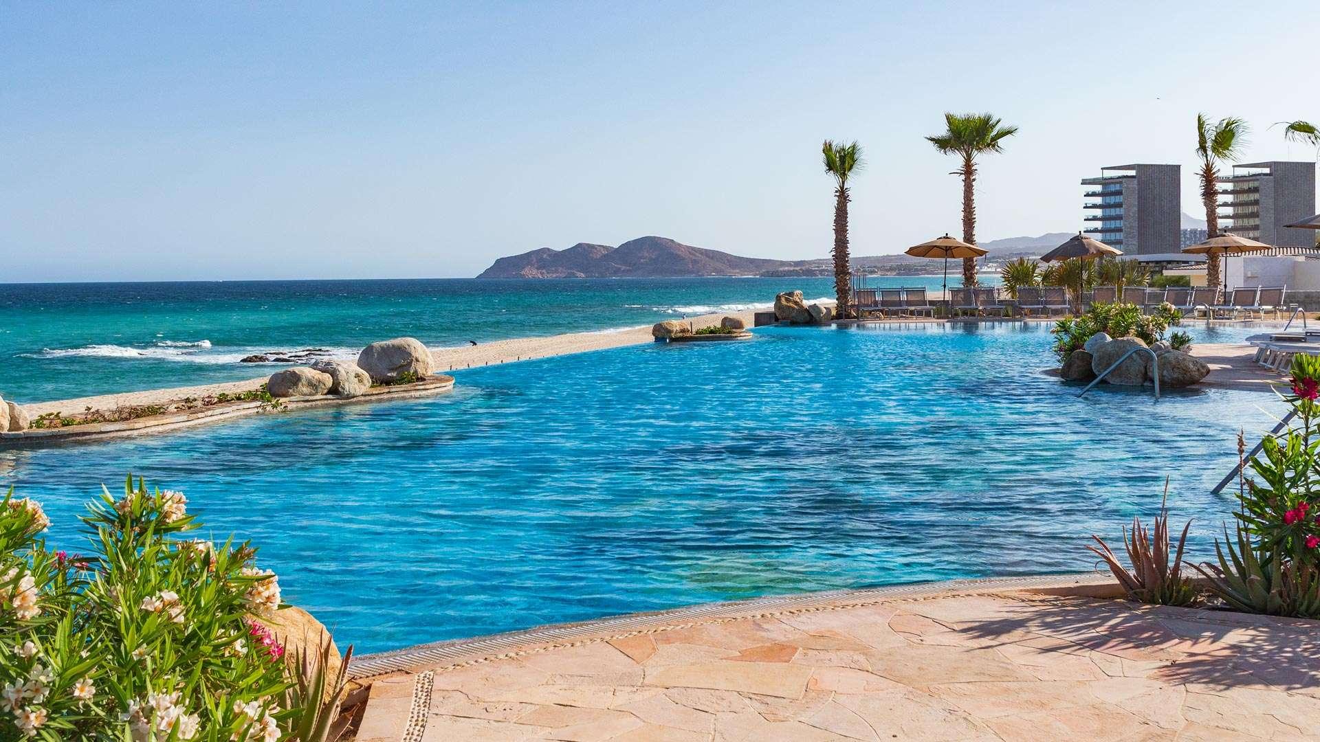 Optimizada villa la valencia beach resort and spa pools 14