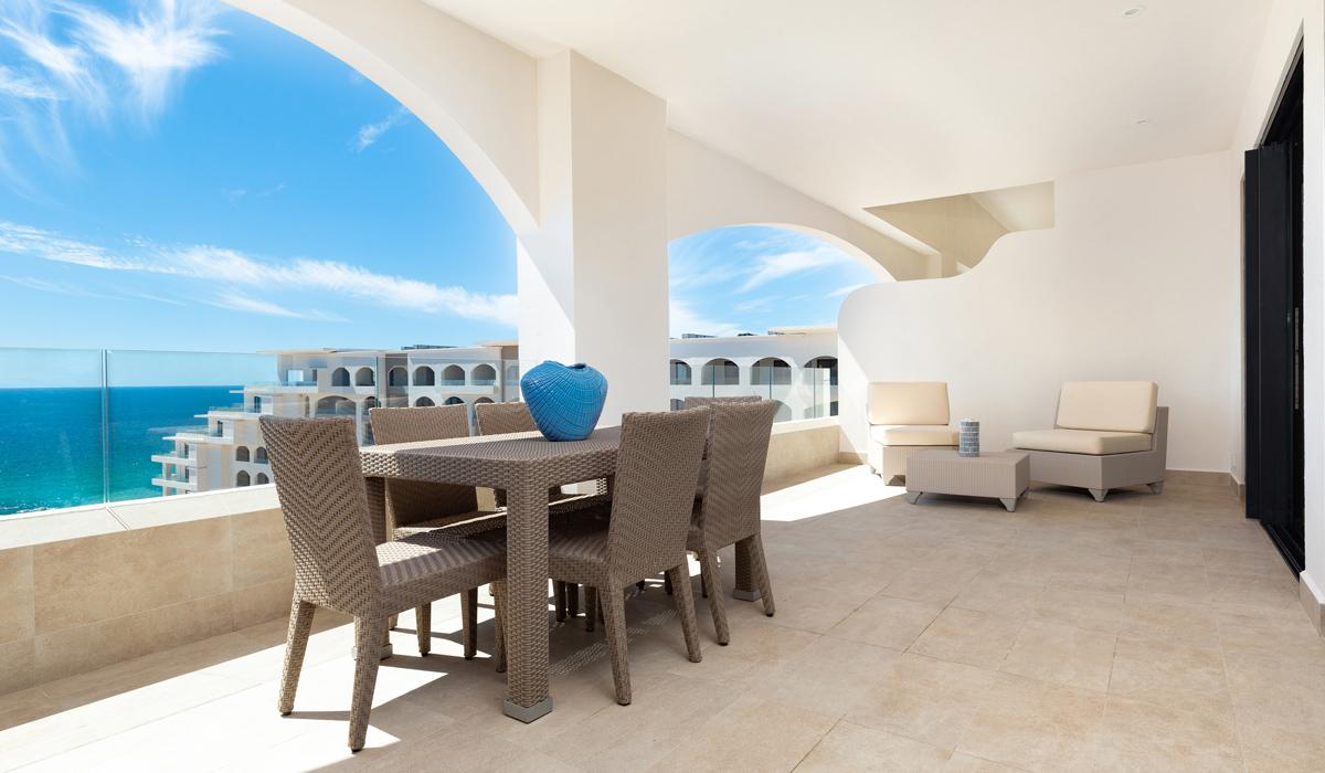 One bedroom suite ocean view 3 slide